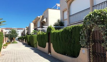 Apartment in Las Marinas beach area, urbanization with pool and parking.-16590
