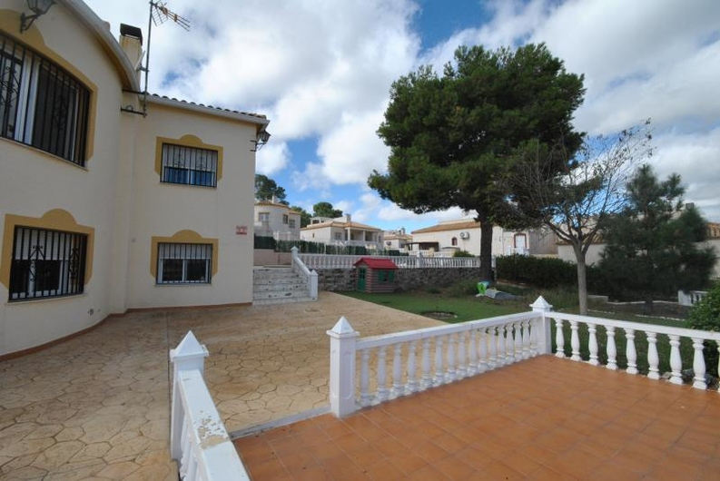 Villa with guest house near the coast 6517