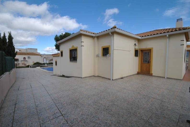 Villa with guest house near the coast 6520