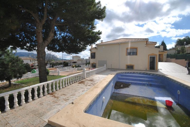 Villa with guest house near the coast 6526