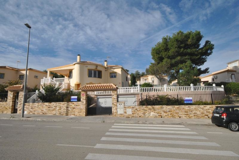 Villa with guest house near the coast 6532