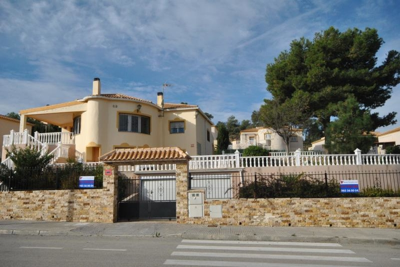 Villa with guest house near the coast 6544