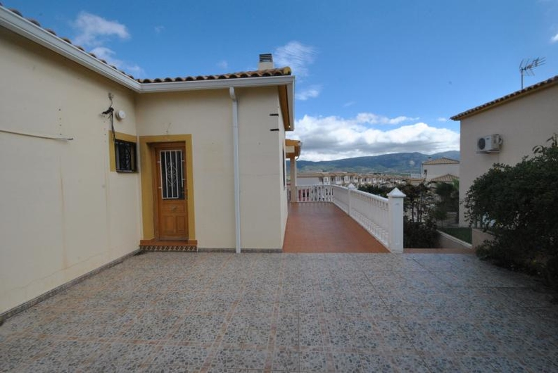 Villa with guest house near the coast 6546