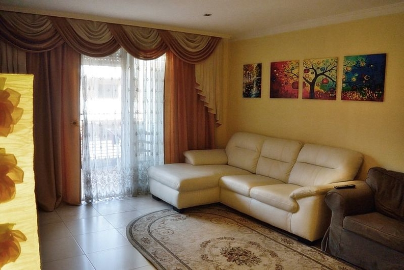 Spacious apartment in Denia 8174