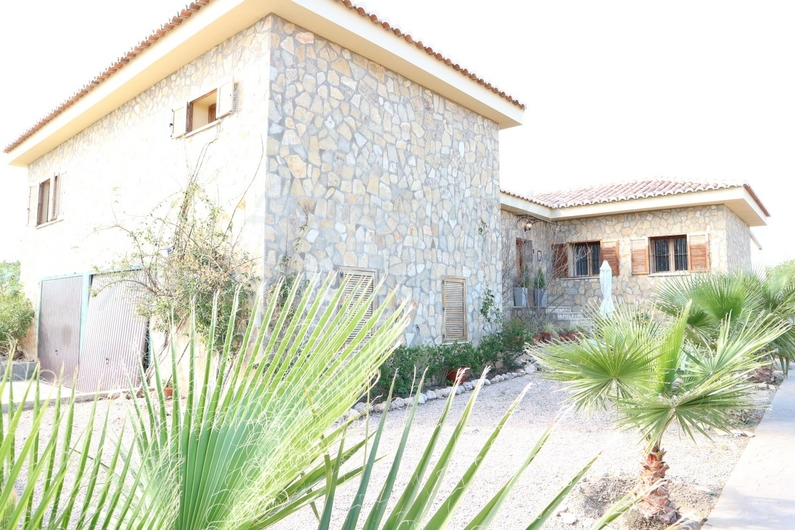 Country house with stable in Chiva 10167