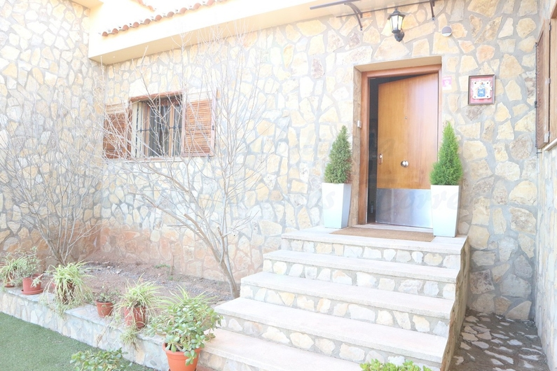 Country house with stable in Chiva 10174