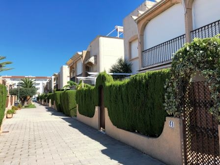 Apartment in Las Marinas beach area, urbanization with pool and parking. 16590